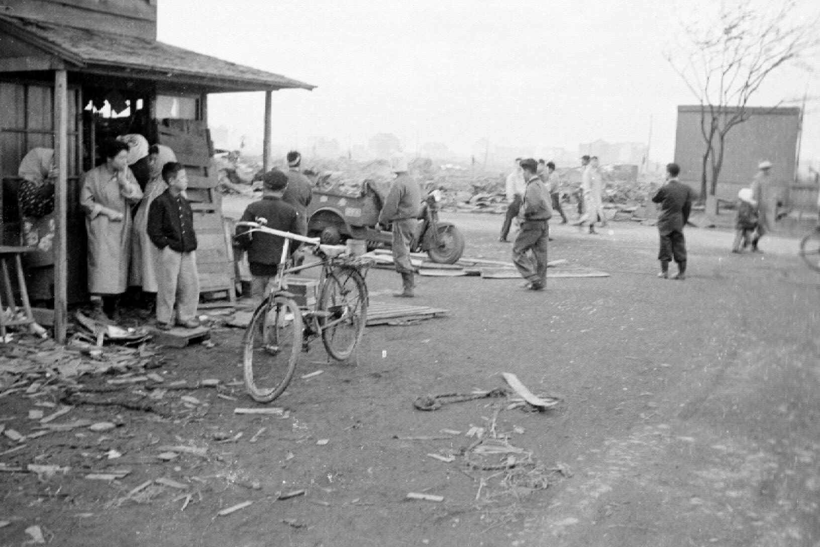 岩内町郷土館ブログ: 岩内大火直後の町の写真が寄贈されました。